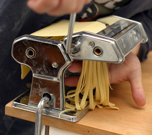 how to clean pasta machine