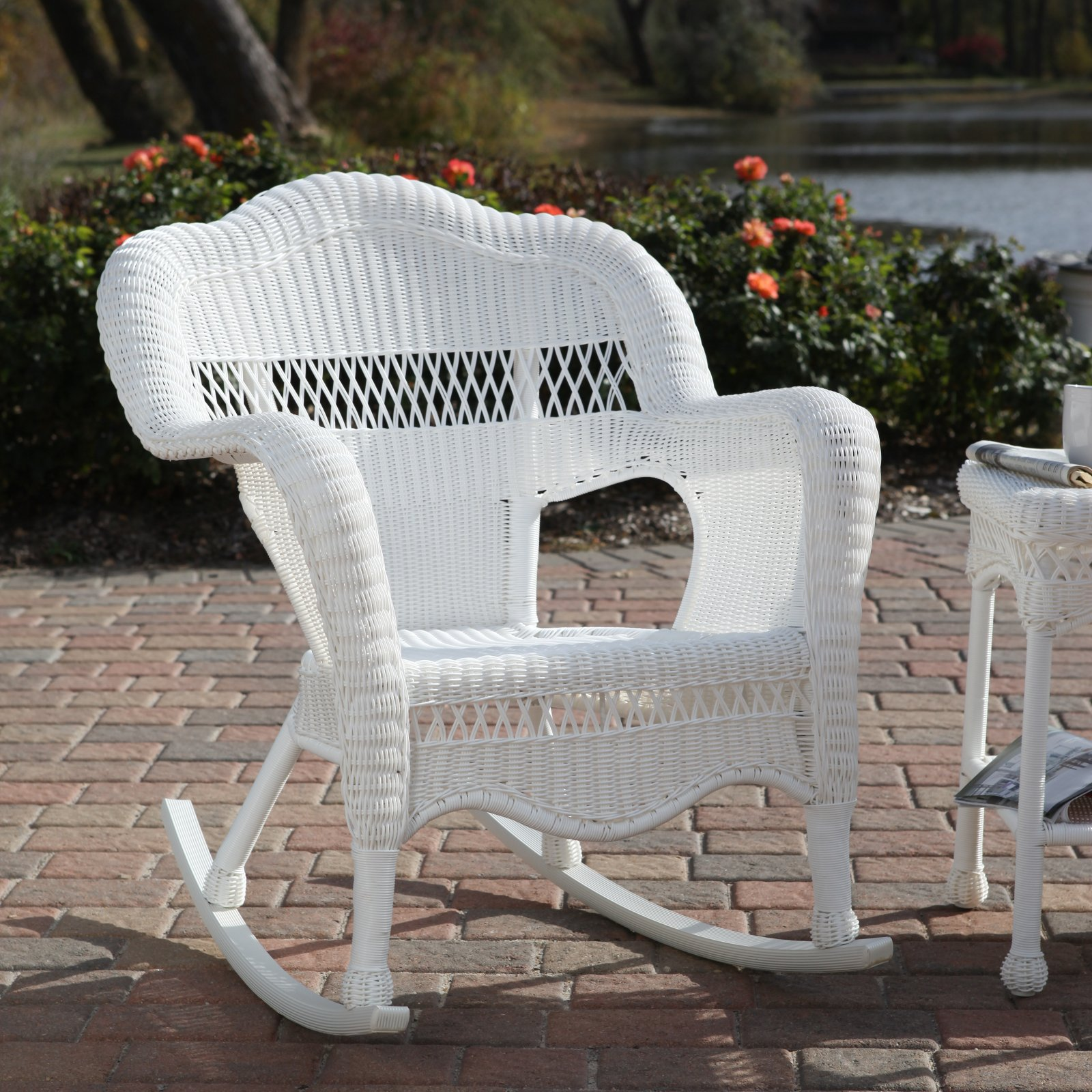 Wicker rocking chairs for White wicker patio furniture