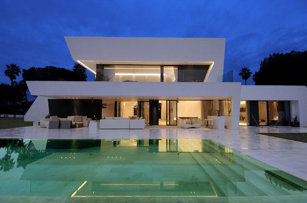 ultra modern minimalist home in mediterranean coast - Home Design Picture
