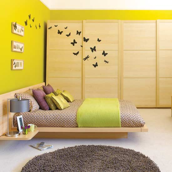 Decorating ideas for a small bedroom for Small room bed ideas