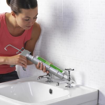 black mold in the bathroom causes and removal tips