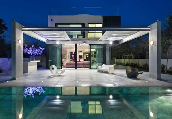Luxurious Private Home Near Mediterranean Sea by Oded & Elizabeth Tal Architects