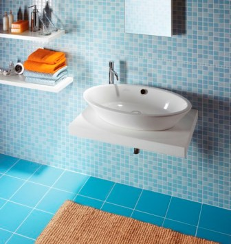 Bathroom Tile Designs  Small Bathrooms on Use Light Colored Tiles If You Have A Small Bathroom As They Will