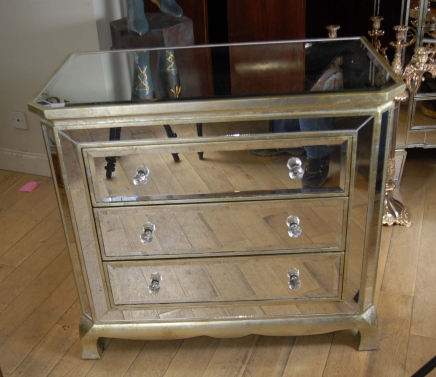 Returning to 1980 retro with art deco mirrored furniture for Kommode italienischer stil