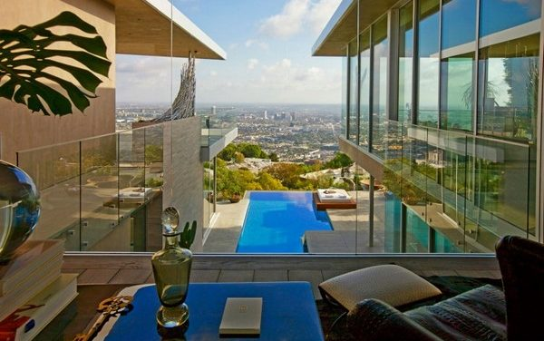 Amazing Modern Home Overlooking Los Angeles by McClean Design