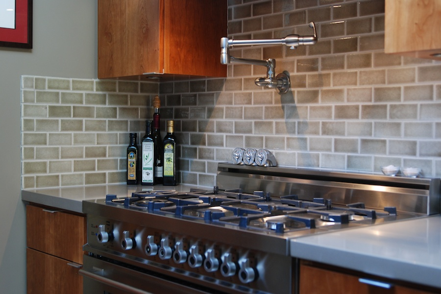 Why and How to Tile a Backsplash for Your Kitchen Setup