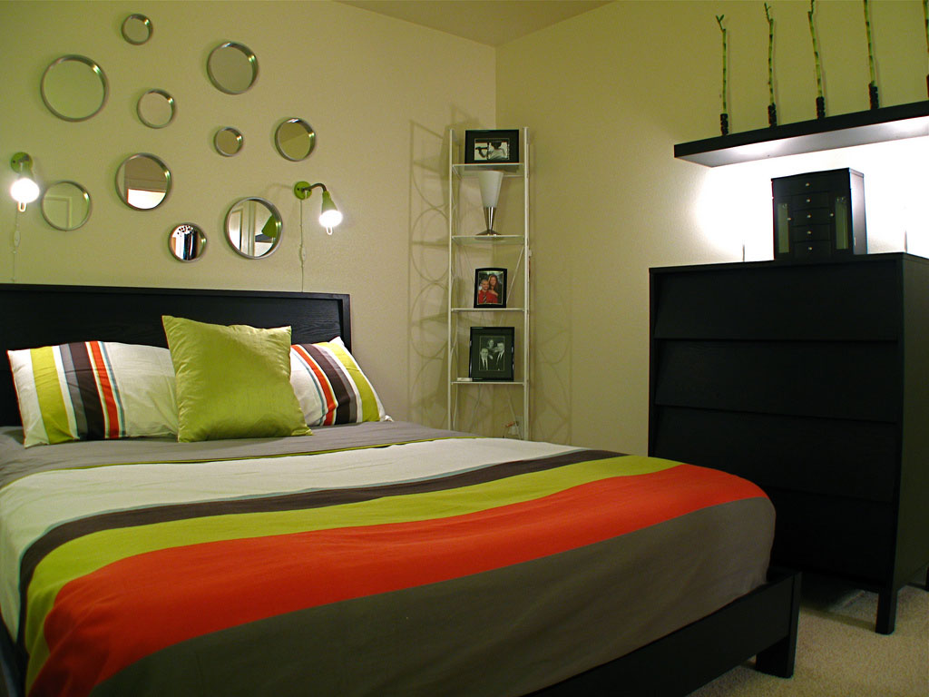 Small Bedroom Decorating Ideas 28 images Small Bedroom